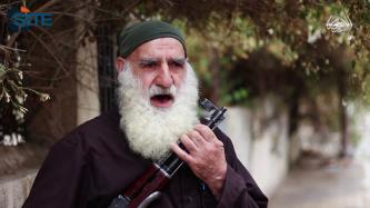 Elderly Fighter Addresses Obama in IS Video, Speaks on Airstrikes