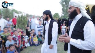 IS Video Shows Fighters in the Open, Interacting with Children Despite Airstrikes