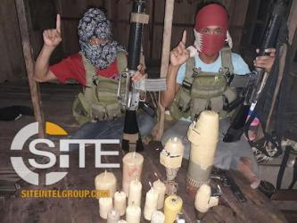 IS Supporters Share Photo of Filipino Fighters with Bombs