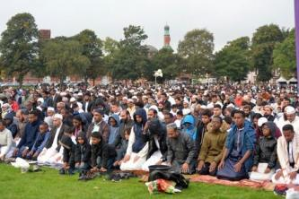 White Supremacists React to 40,000 Muslim Congregation for Eid al-Adha Prayers