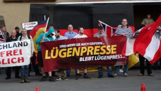 "White Supremacists Laud News of ""Off-Duty Police Employee"" Appearing At Dresden Pegida Protest"