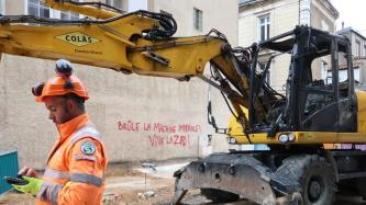 Anarchists Claim Attack Against Construction Equipment in Poitiers, France in Solidarity with ZAD