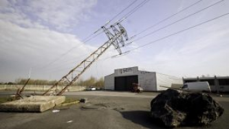 Activist Website Shares Celebration of Electric Pylon Sabotage in the Town of Calvisson, France